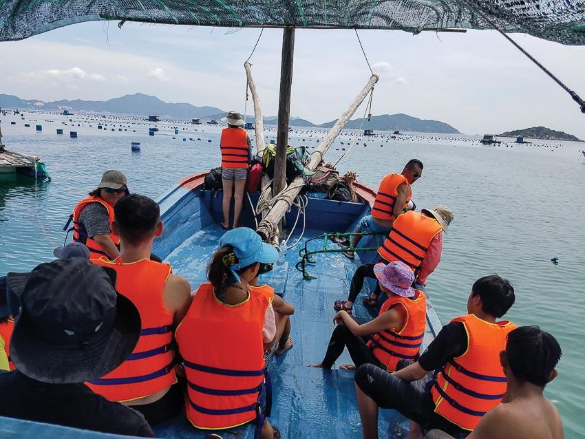 Trên tàu ra hòn Muỗi lặn ngắm san hô