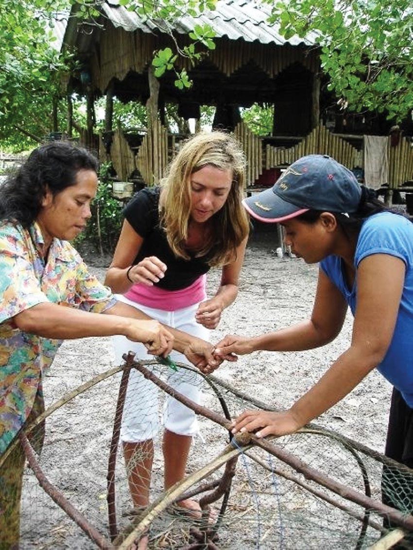 Du khách tham gia vào công việc thực tế hằng ngày của người dân địa phương tại Thái Lan