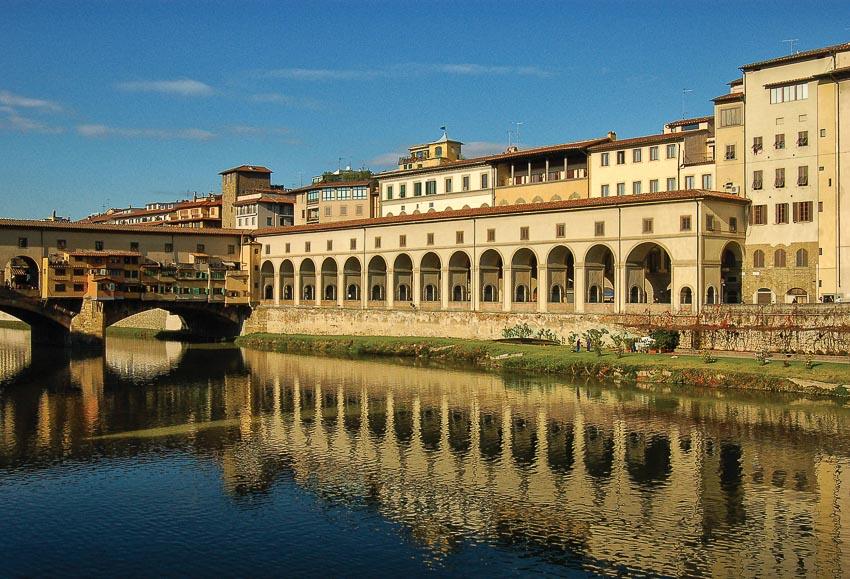 Sông Arno chảy qua thành phố của những di sản văn hóa - nghệ thuật