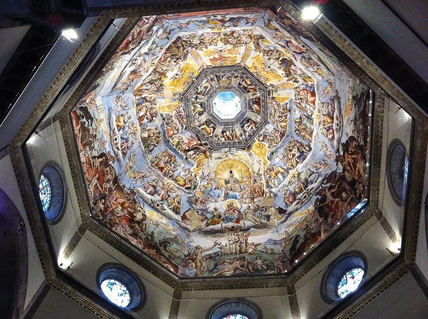 Vòm nhà thờ Chính tòa Florence ở trong số các vòm giáo đường đẹp nhất, với những bích họa tuyệt mỹ
