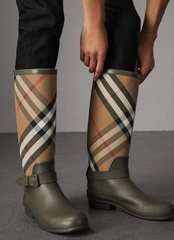 Nam giới nên mặc gì vào mùa mưa? 2