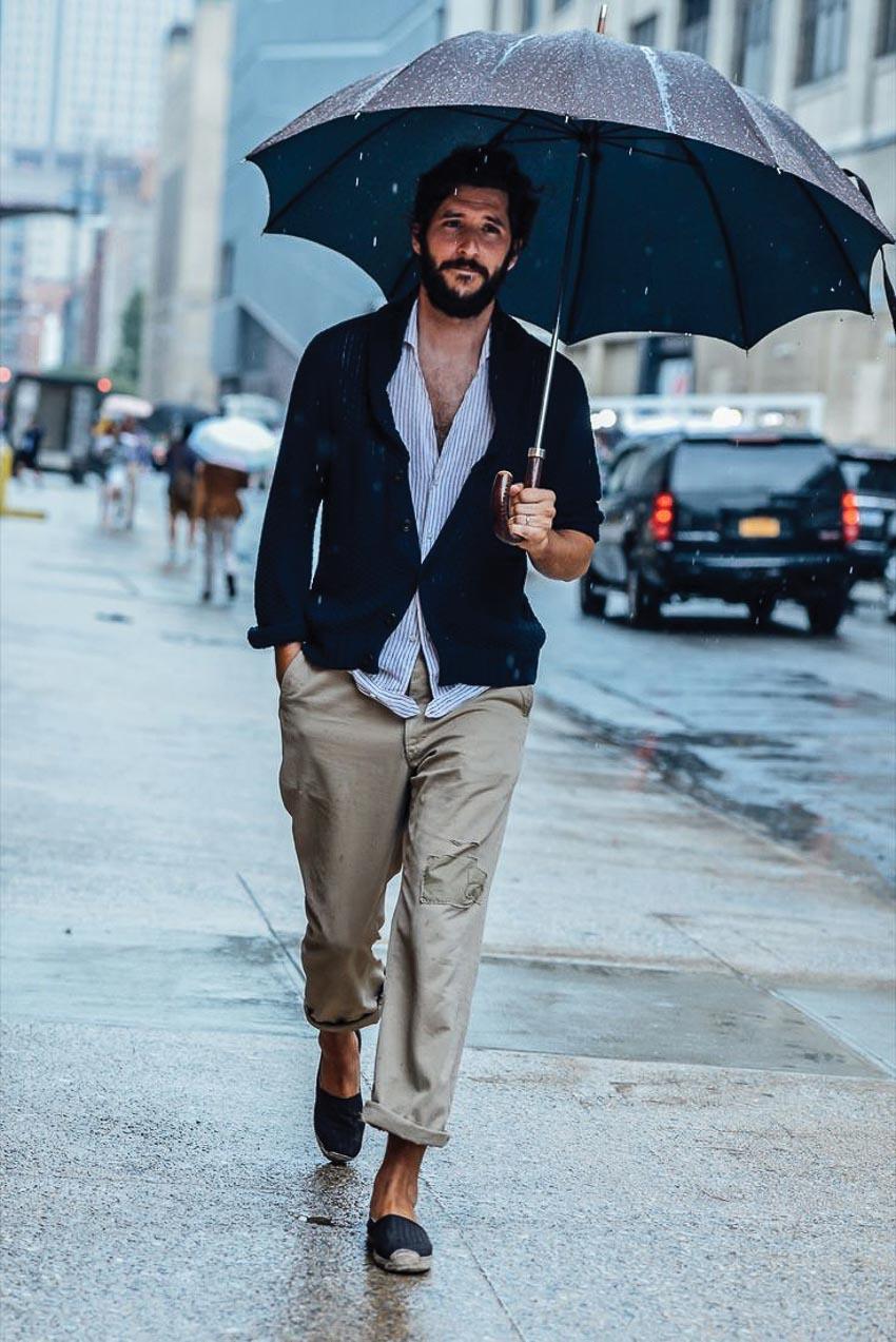 Nam giới nên mặc gì vào mùa mưa? 5