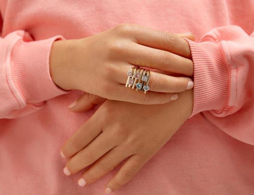 Bộ nhẫn kim cương nhân tạo của thương hiệu Lightbox Jewelry - 1