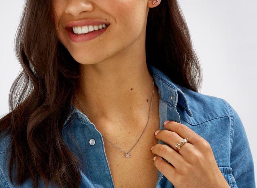 Bộ nhẫn kim cương nhân tạo của thương hiệu Lightbox Jewelry - 4