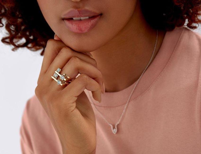 Bộ nhẫn kim cương nhân tạo của thương hiệu Lightbox Jewelry - 5