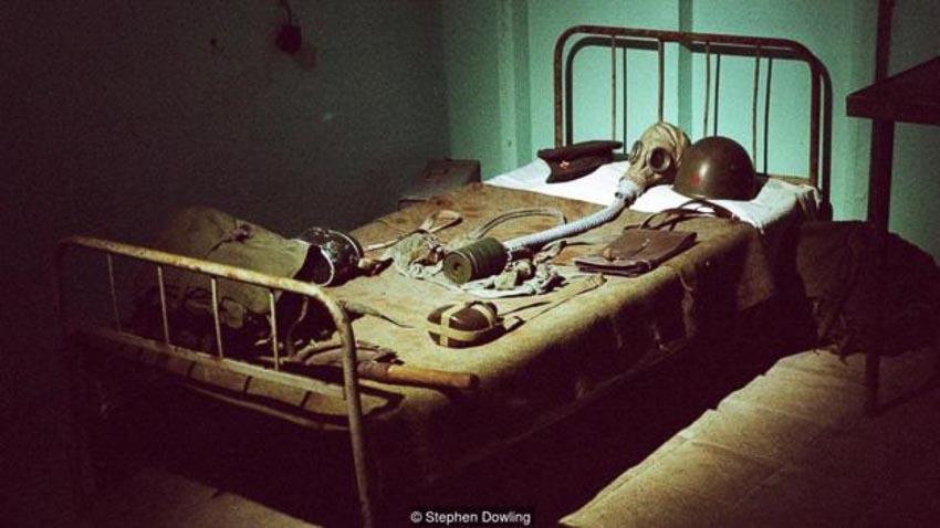 """Quản lý bảo tàng """"bunker"""" trưng bày đầy đủ những công cụ được sử dụng thời Enver Hoxha"""