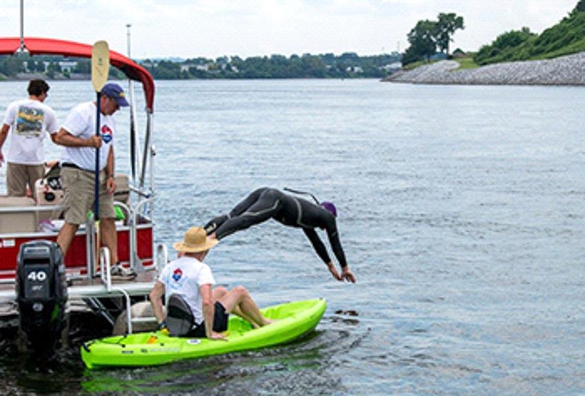 Khắc phục ô nhiễm nước bằng hành trình bơi lội 2