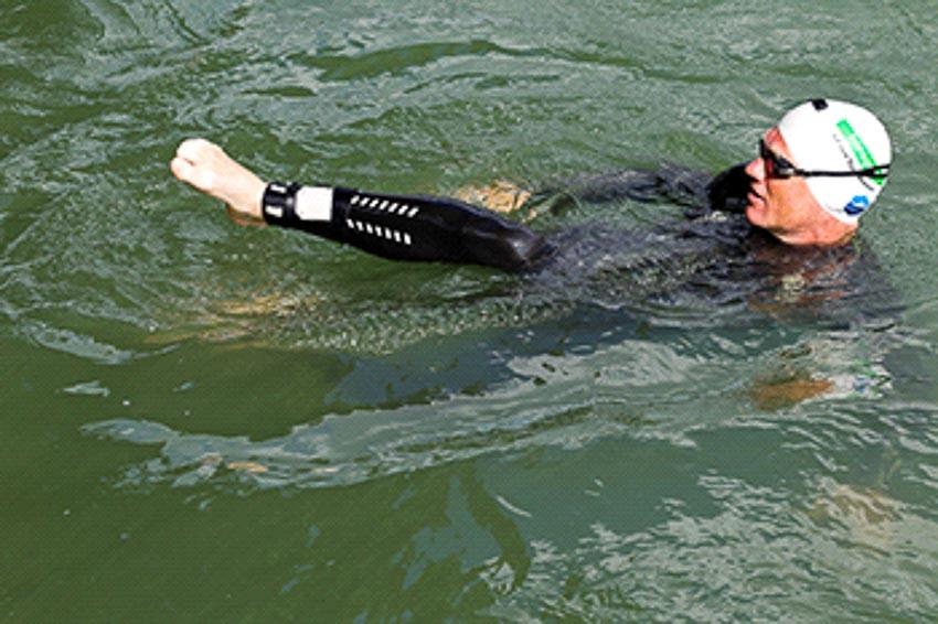 Khắc phục ô nhiễm nước bằng hành trình bơi lội 8