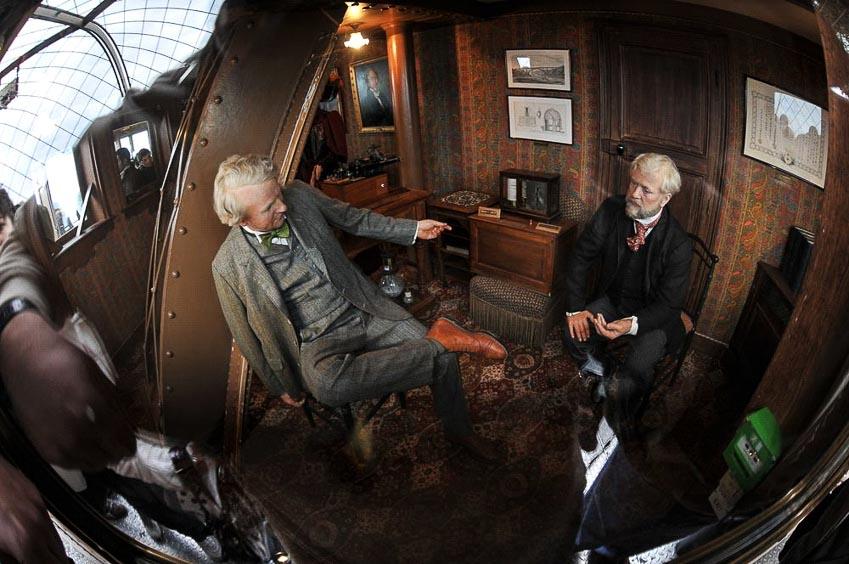 Chân dung bằng sáp của Gustave Eiffel và Thomas Edison trong căn phòng riêng tư ở tháp Eiffel