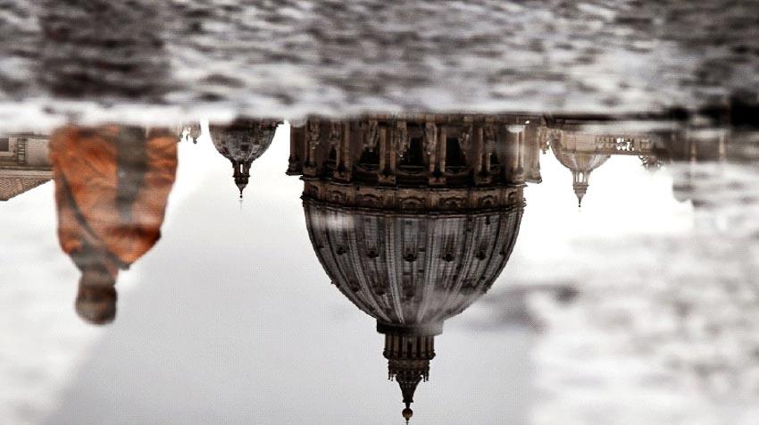 Phía dưới thành phố Vatican