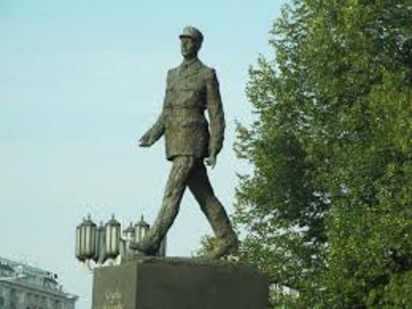 Tượng đài, kỷ vật ghi nhớ công lao của Charles de Gaulle