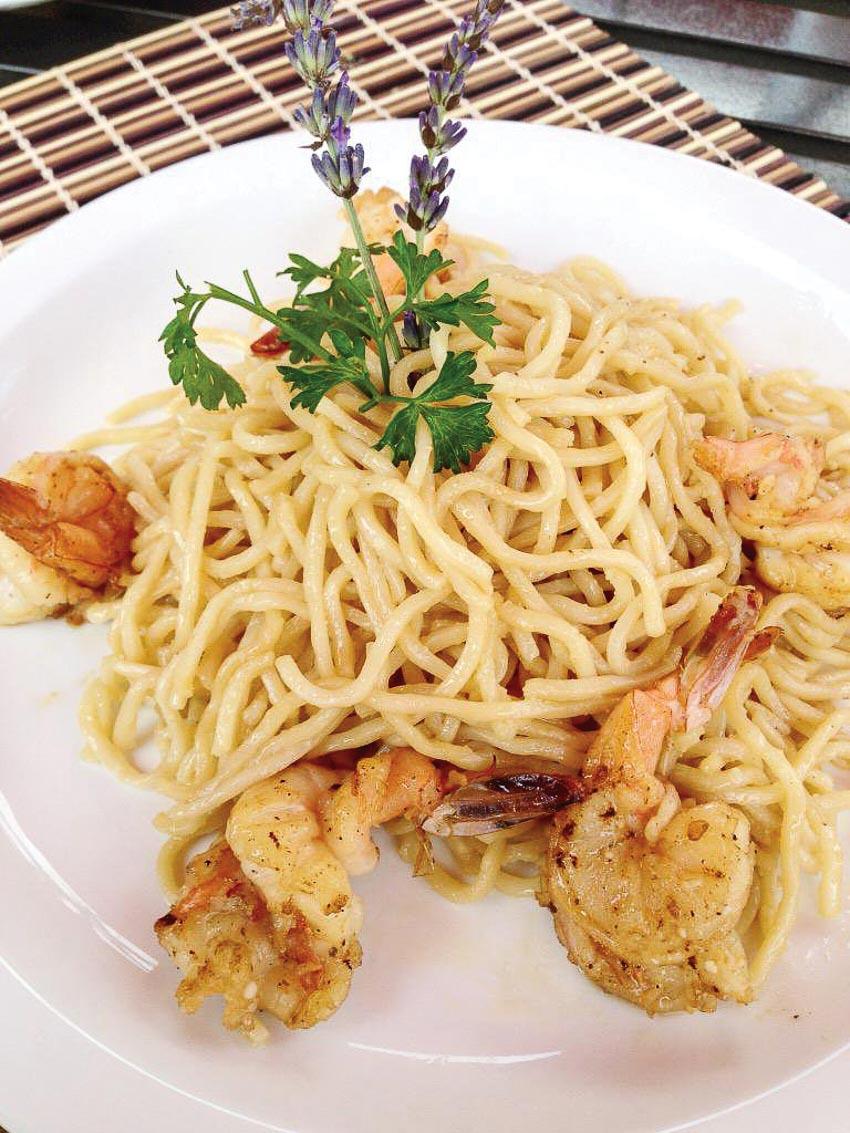 Nhà hàng Việt Crustacean Beverly Hills thu hút các ngôi sao Hollywood 4