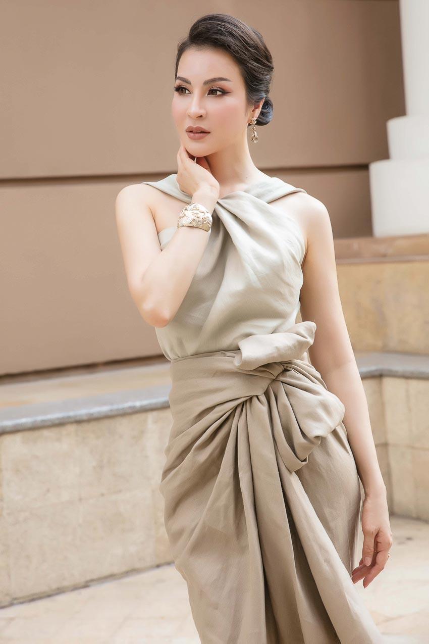 Nhẹ nhàng và sang trọng với trang phục linen của NTK Đỗ Mạnh Cường 5