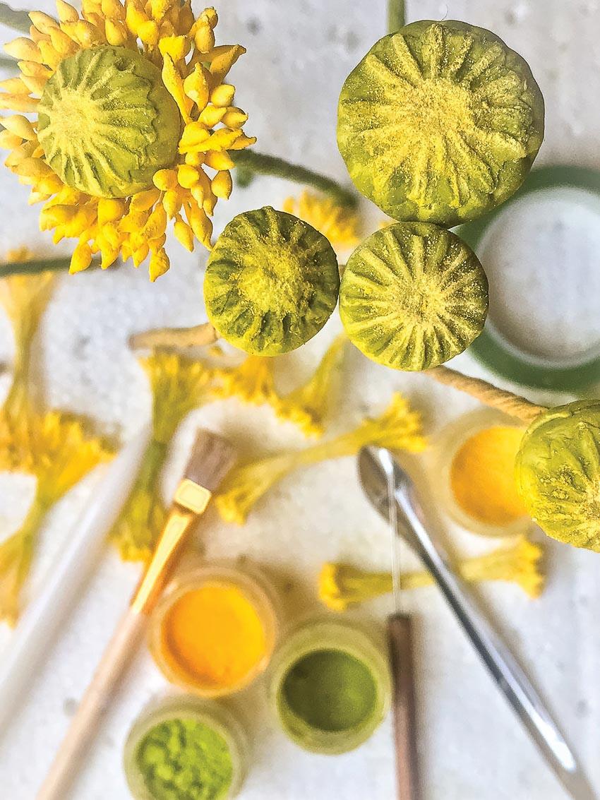 Trang trí những ổ bánh ngọt bằng những bông hoa - 5