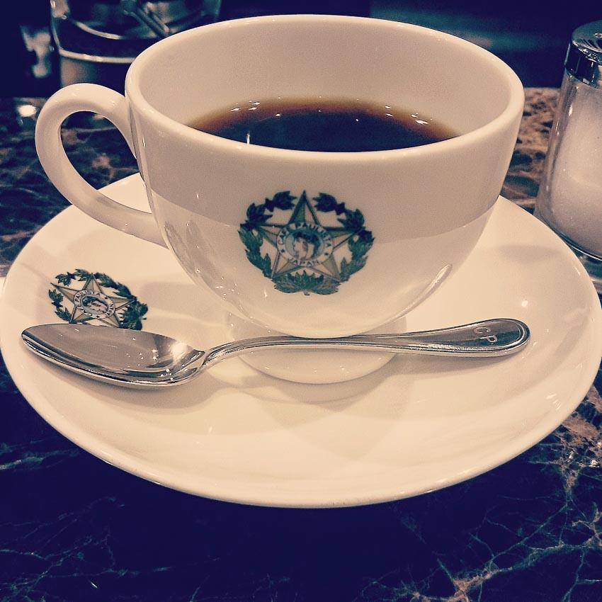 """Tách """"cà phê kiến"""" ở quán Café Paulista"""
