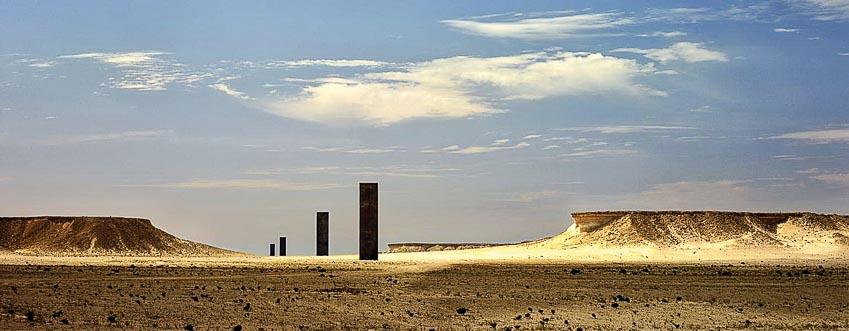 Đông/Tây - Tây/Đông của Richard Serra giữa sa mạc hoang vu