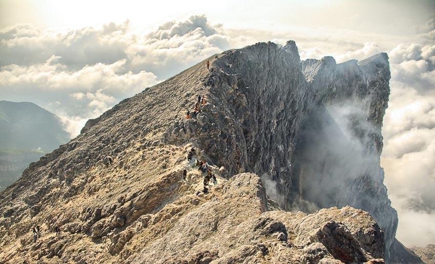 Đoạn đường lên đỉnh cao nhất hơi nguy hiểm