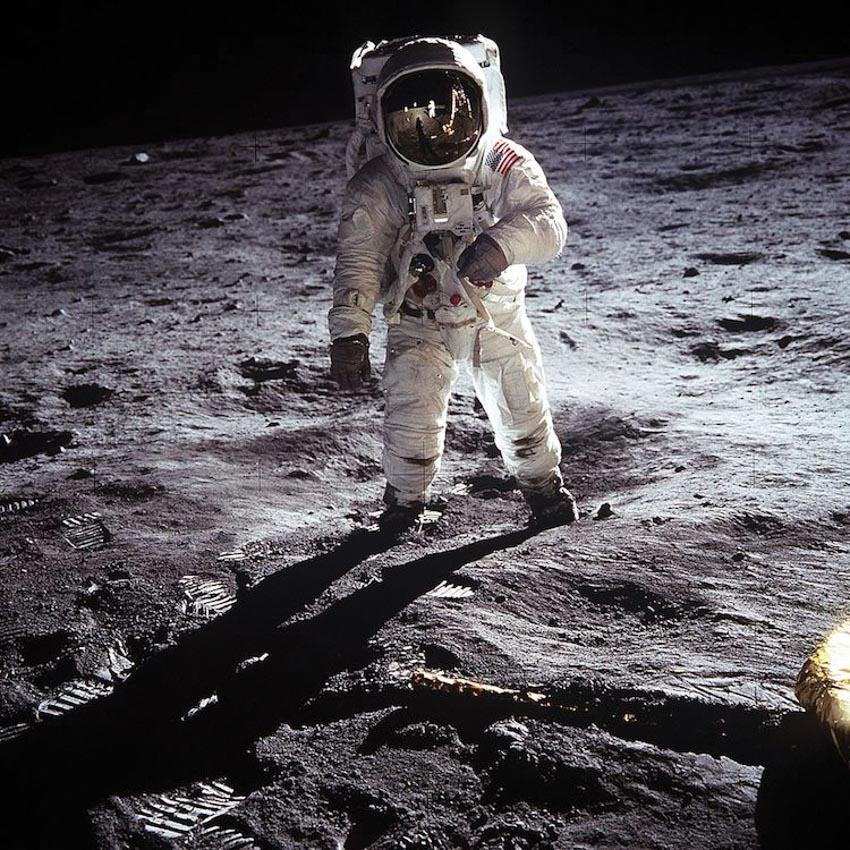 LEGO kỷ niệm 50 năm sứ mệnh Apollo 11 với mô hình phi hành gia có kích thước thật - 2