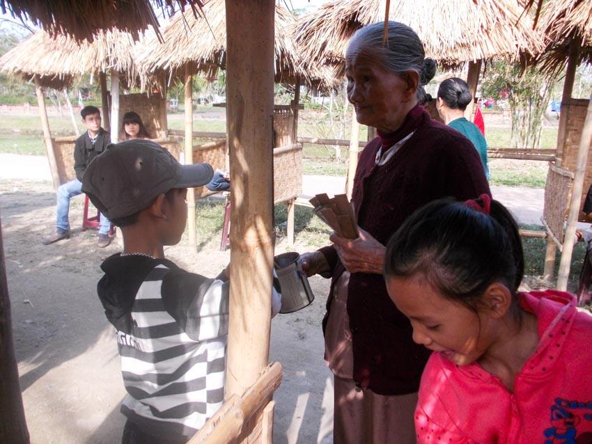 Giữ gìn nghệ thuật bài chòi ở Thừa Thiên - Huế - 2