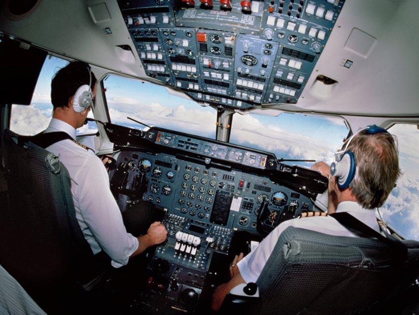 Những hành khách bất trị khiến các hãng máy bay phải hạ cánh khẩn cấp - 3