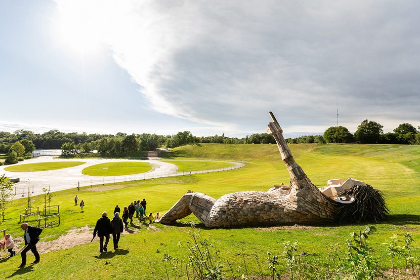 Những tác phẩm điêu khắc khổng lồ của Thomas Dambo - 1
