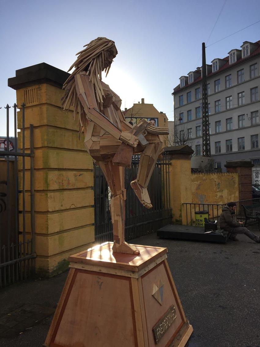 Những tác phẩm điêu khắc khổng lồ của Thomas Dambo - 11