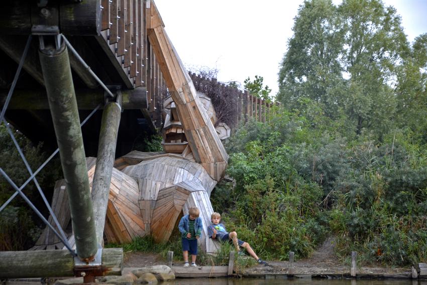 Những tác phẩm điêu khắc khổng lồ của Thomas Dambo - 12