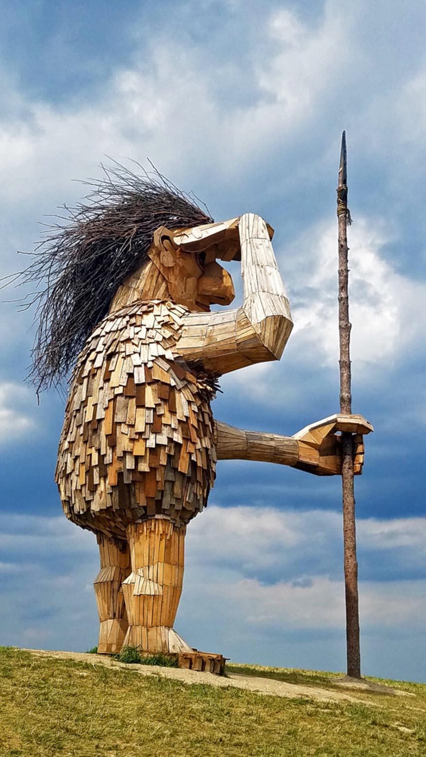 Những tác phẩm điêu khắc khổng lồ của Thomas Dambo - 15