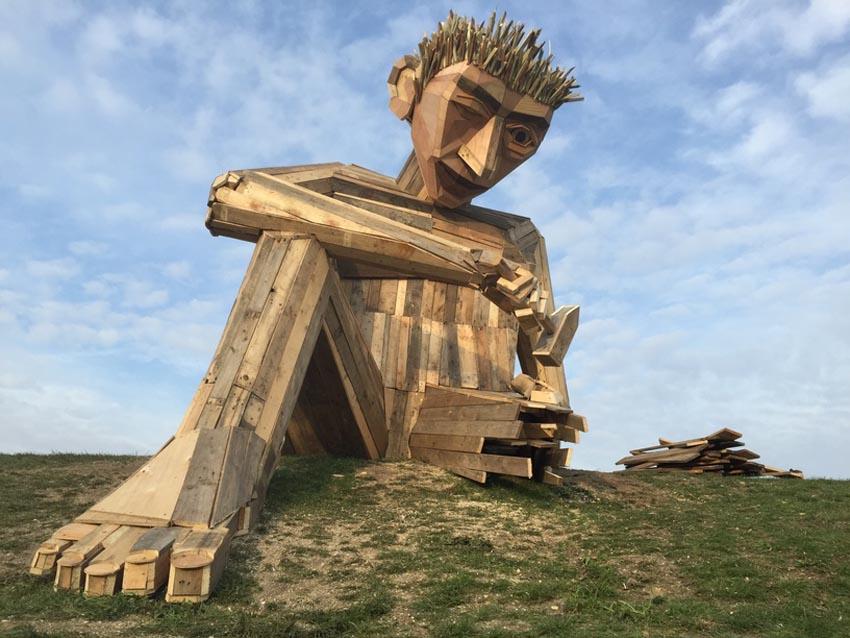 Những tác phẩm điêu khắc khổng lồ của Thomas Dambo - 16