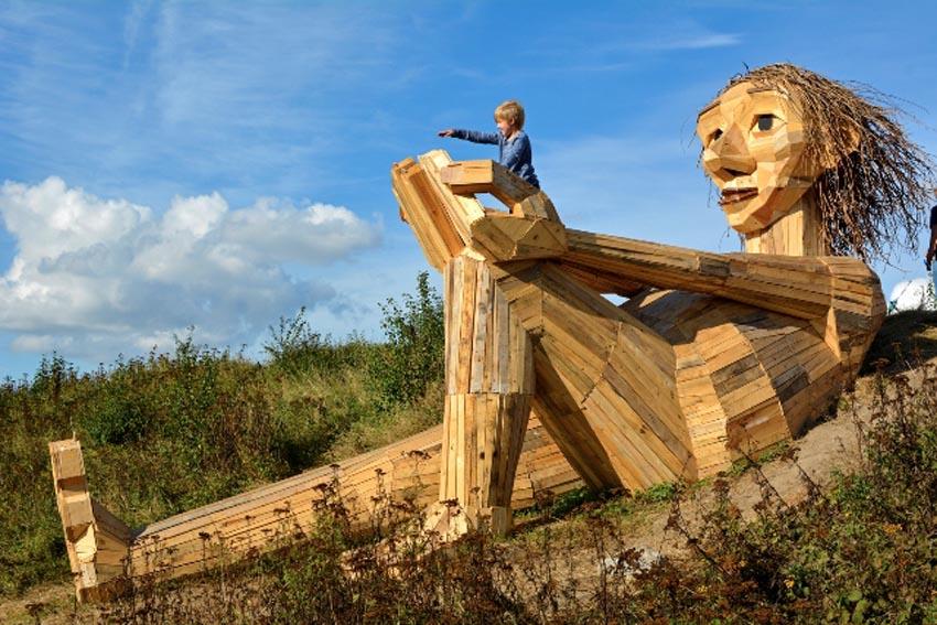 Những tác phẩm điêu khắc khổng lồ của Thomas Dambo - 17