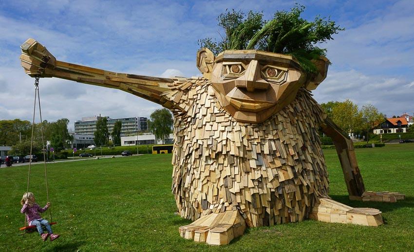 Những tác phẩm điêu khắc khổng lồ của Thomas Dambo - 4