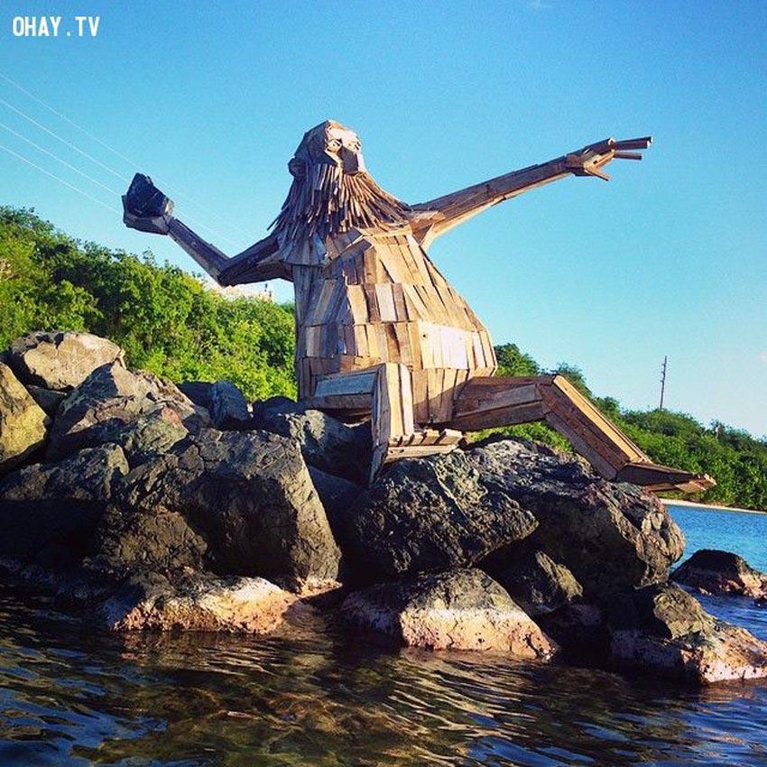 Những tác phẩm điêu khắc khổng lồ của Thomas Dambo - 9