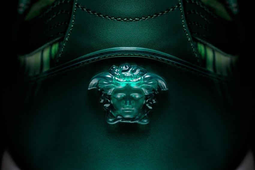 Đôi sneaker lấy cảm hứng từ chiếc đầm Versace của Jennifer Lopez - 5