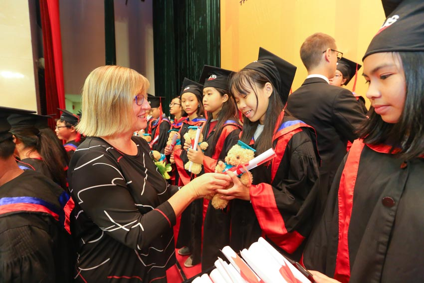 VUS trao chứng chỉ Cambridge cho 1.112 học viên - 1