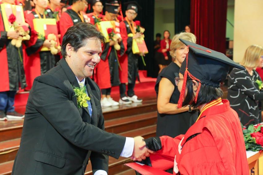 VUS trao chứng chỉ Cambridge cho 1.112 học viên - 3
