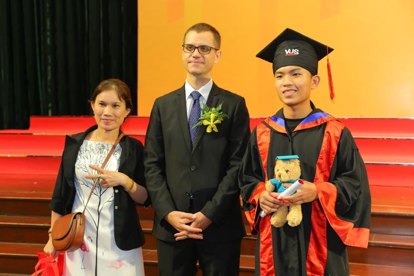 VUS trao chứng chỉ Cambridge cho 1.112 học viên - 4