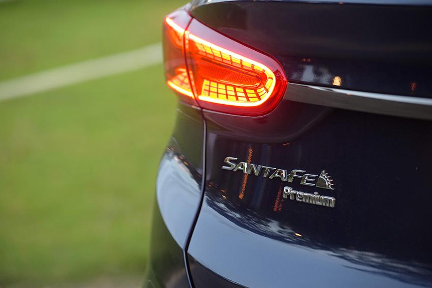 Hyundai Santa Fe lần đầu vào Top 10 xe bán chạy nhất Việt Nam 1