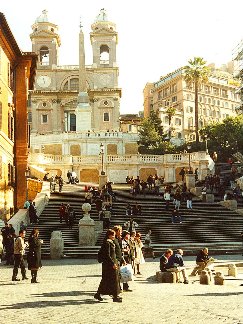 Khách du lịch bị cấm ngồi lên Bậc thang Tây Ban Nha ở Rome - 1