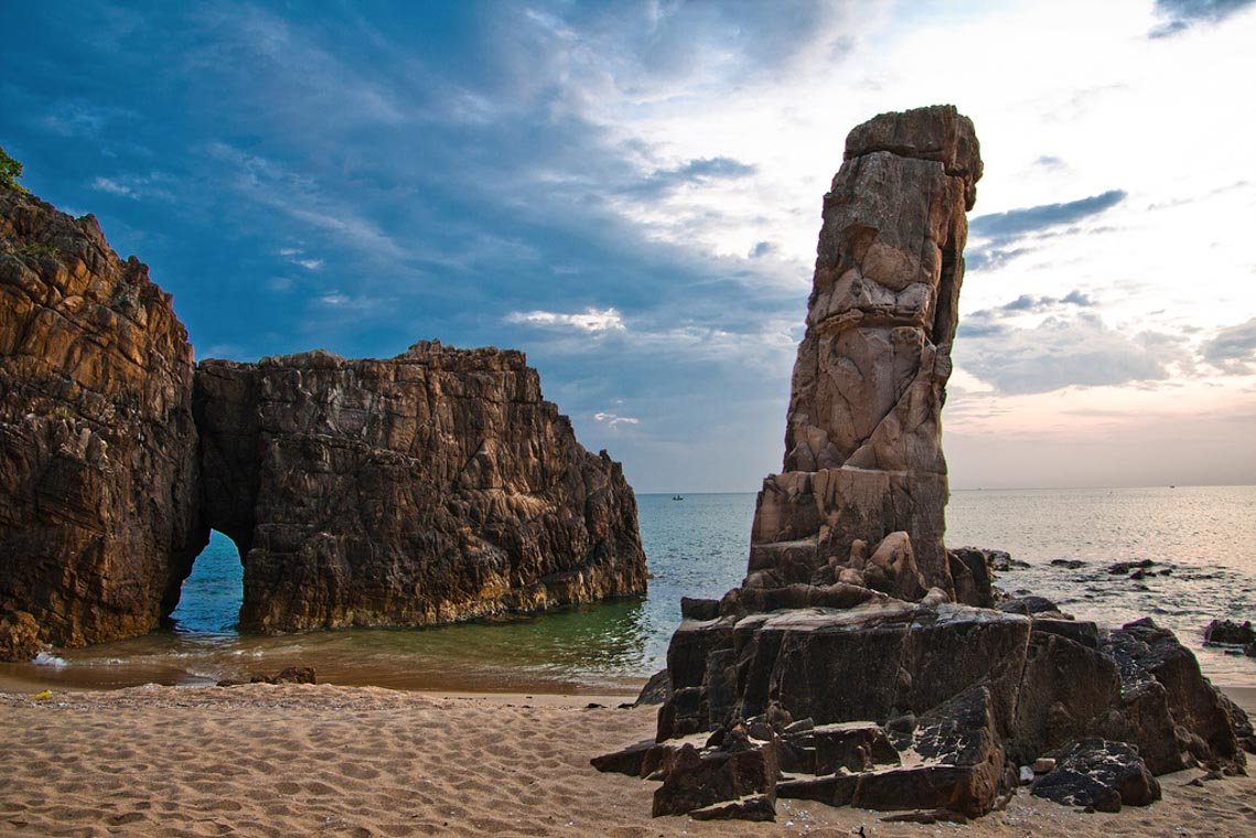 Đèo Đá Nhảy, vẻ đẹp độc đáo của biển Quảng Bình - 1