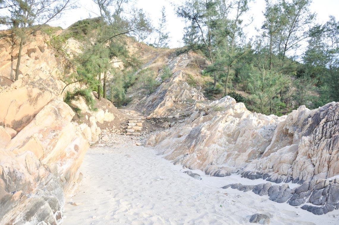 Đèo Đá Nhảy, vẻ đẹp độc đáo của biển Quảng Bình - 4