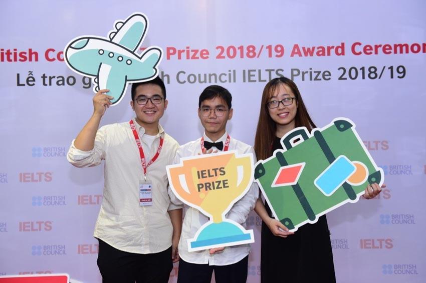 3 học sinh Việt Nam xuất sắc nhận Học bổng IELTS Prize - 2