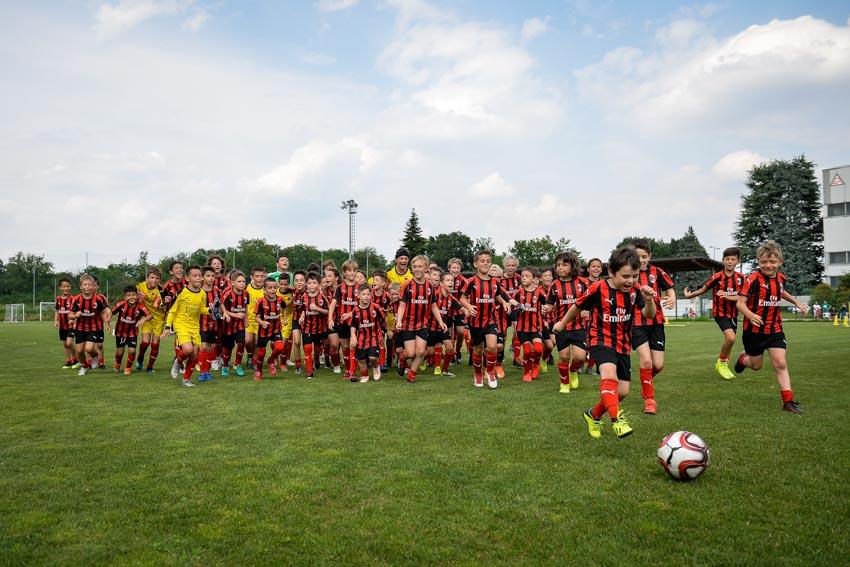 Học viện đào tạo bóng đá AC Milan Hà Nội bắt đầu chiêu sinh - 2