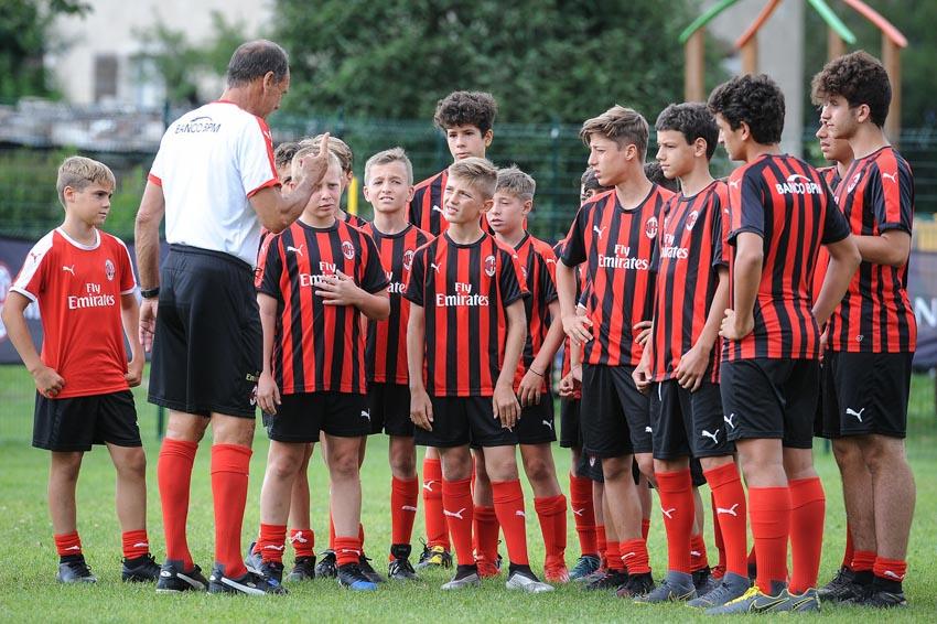 Học viện đào tạo bóng đá AC Milan Hà Nội bắt đầu chiêu sinh - 5