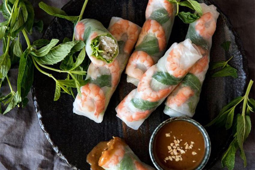 Gỏi cuốn được ví như món ăn nhanh của người Việt.