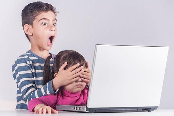 Các nội dung xấu độc trên Internet sẽ gây ra ảnh hưởng tiêu cực tới sự phát triển của trẻ em.