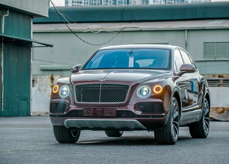 Bentley Bentayga V8 đầu tiên mang dấu ấn cá nhân hóa về Việt Nam-1