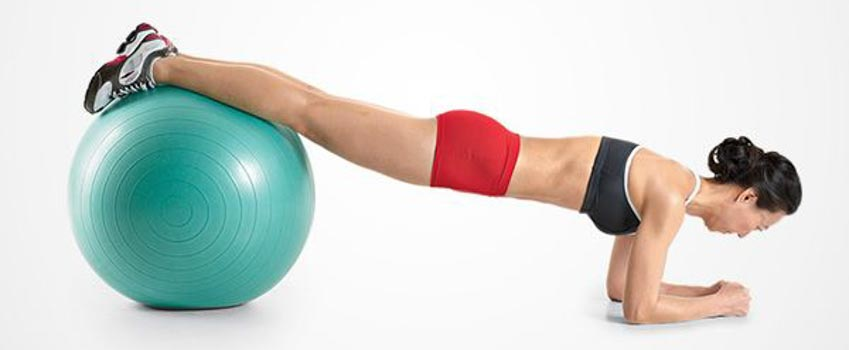 4 động tác tập với bóng Swiss giúp giữ thăng bằng và cơ bụng - 2