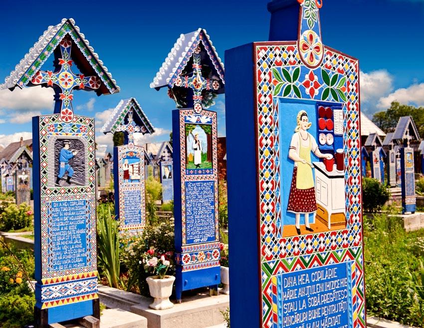 Những bia gỗ rực rỡ ở nghĩa trang Merry - 3