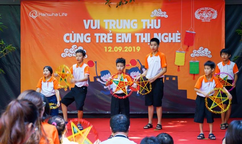 """Hanwha Life Việt Nam tổ chức """"Vui đón trung thu"""" cho trẻ em khuyết tật tại TP.HCM - 1"""