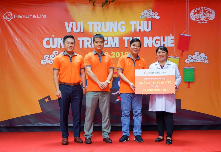 """Hanwha Life Việt Nam tổ chức """"Vui đón trung thu"""" cho trẻ em khuyết tật tại TP.HCM - 2"""